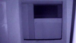 御霊櫃峠暗闇ミッションデンジャー編公衆トイレの窓