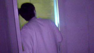 御霊櫃峠男性用公衆トイレを調査する2