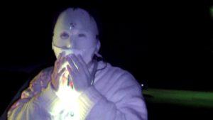 里見公園でマスクの上にマスクをするデンジャー