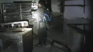 ロッジの厨房に立つサイキック