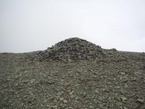 御霊櫃峠の山頂にある積み重ねられた石
