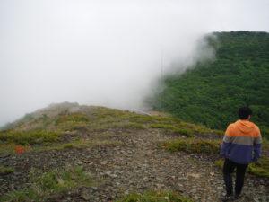 御霊櫃峠で雲が流れてきた
