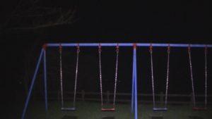 熊本県玉名市にある展望公園に設置されているブランコの夜の様子