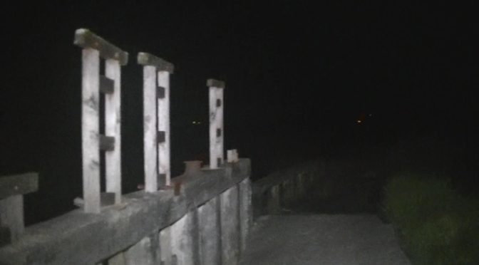 人柱の埋まる橋と、影が多数現れる公園を心霊比較! 怖いのはどちら?