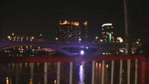 台湾の自殺スポットとして有名な吊橋から見える夜の街並