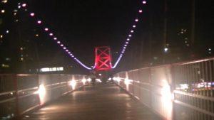 台湾で自殺スポットとして有名な吊橋の夜の様子