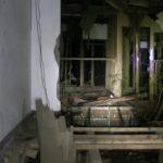 小川脳病院廃墟の広間から撮った病棟方向