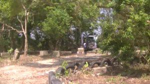 幸福楽園廃墟にあった重機