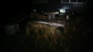 茨城県にある鬼怒川砂丘慰霊塔の隣の休憩所