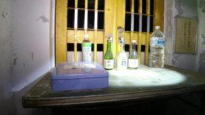 茨城県にある鬼怒川砂丘慰霊塔の祭壇にある供物等