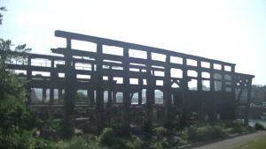 台湾にある造船所廃墟を遠目から見た光景
