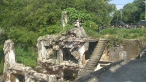 台湾にある造船所廃墟のどこにもつながっていない階段
