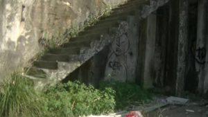 台湾にある造船所廃墟の階段